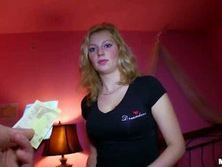Sexy čeština dívka fucked pro sum na peníze
