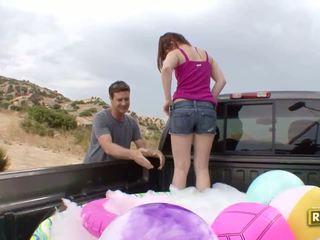 Hitchhiker having na zewnątrz seks w the z powrotem z the samochód