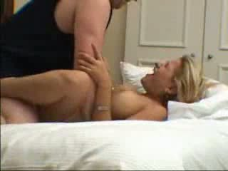 Blond abielunaine screams kui tema mees fucks tema. nautima