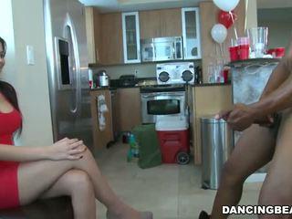 Mezirasový tanec nést house strana kouření