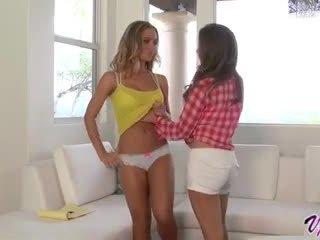 Emily addison og nicole aniston hot lesbisk sex