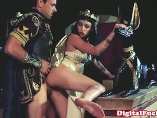 Egipcia nena chupando y follando duro
