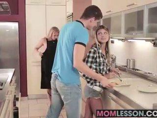 Gina sees jej macocha ssanie jej bf i teaches jej a lesson