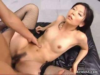 Sexy satomi maeono fucked lược trên một đi văng