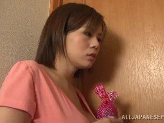 Bigtitted ázsiai anya lets neki hubby játék szex játék porn játék együtt közel által neki fűszeres cicik