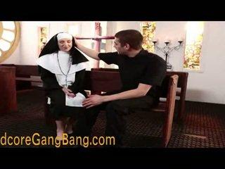 Blond nunn pounded sisse orgia tegevus