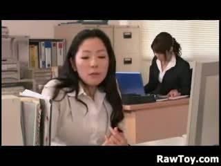 Tam je a dildo v the kancelář