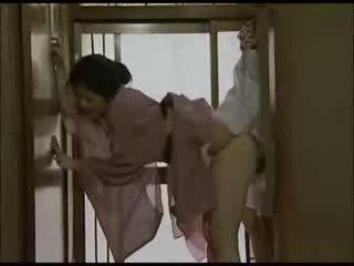 Японки домакиня в kimono прецака видео