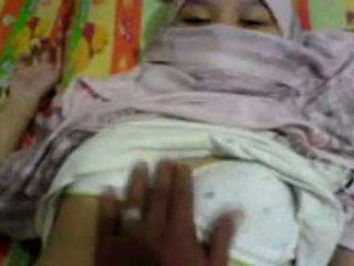 Asia prawan in hijab groped & preparing to have bayan