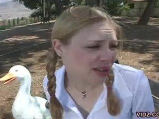 Two cachonda schoolgirls finger cada otro en la autobús