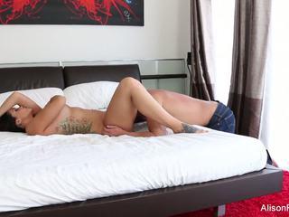 Alison tyler gets ji těsný kočička fucked v lůžko: vysoká rozlišením porno 89