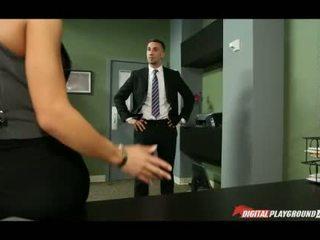 Ogromny cycuszki madison ivy banged w biuro