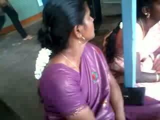 Saténové hodvábne saree aunty, zadarmo indické porno video 61