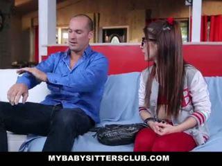 Mybabysittersclub - קטנטונת השמרטפית מזוין על ידי the חרמן בוס
