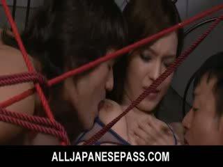 Mei haruka होती हे tied ऊपर और takes तीन dongs में उसकी कंट और मुंह.