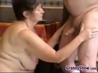 brunette, bộ ngực to, bà nội