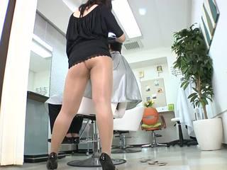 Reiko Nakamori Sexy Barber In Pantyhose