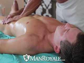Muscle guy tyler saint fucks presley wright