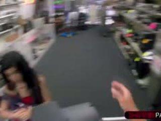 हॉट क्यूबन गर्ल enters the गलत pawnshop