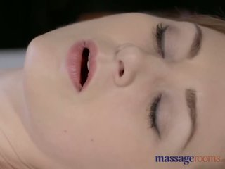 Masāža rooms skaistas gaiši skinned māte squirts par the ļoti pirmais laiks - porno video 901