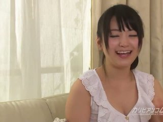 Cutest japonská vyholené dívka tsuna kimura s six ruce
