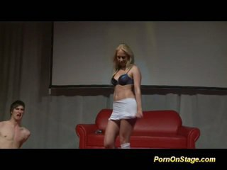 Søt blond på stadium teasing