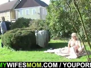 Manželka catches pak zkurvenej venkovní