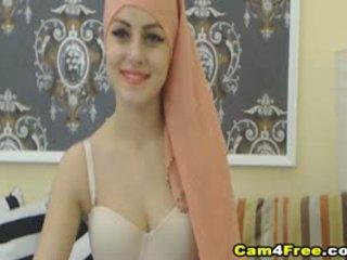 Mano gražu muslim kaimynas strokes jos žaislas
