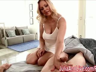 Seksowne mamuśka julia ann gives na ręcznym do wake go w górę! - porno wideo 551