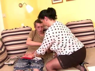 Табу posh възрастни мама съблазнявам млад син, порно b5