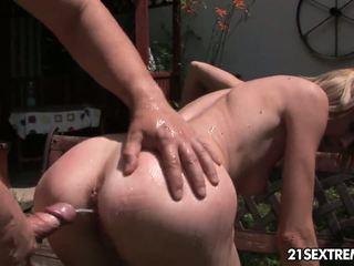 Pee のために petting