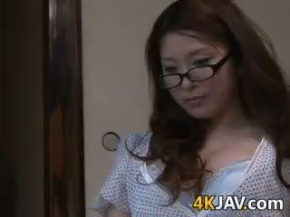 Prsnaté japonské manželka