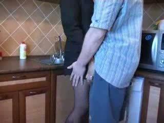 Heet mam geneukt in keuken na haar husbands funeral video-