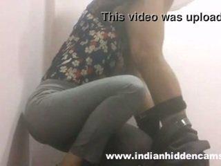 هندي فتاة اللسان في restaurant مرحاض mms indian-sex