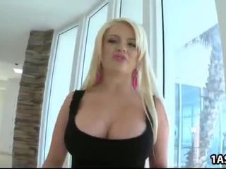 Грудаста alexis ford loves анал