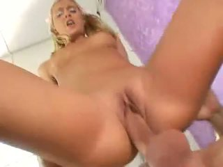 Sexy blondine nympo bianca pureheart slammed met thick lul diep in roze pit