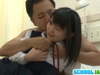 Chinesa trainee visits male freind dentro hospital