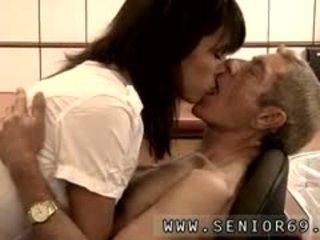 Оголена підліток хлопець і старий леді кіно dokter petra є testing the