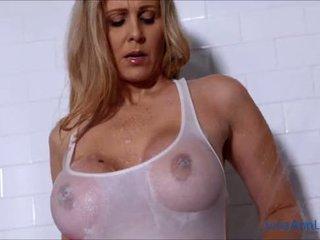 Seksikäs milf julia ann lathers hänen iso tiainen sisään suihku!