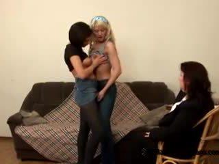 Two innocent підліток students came для їх зіпсована товста вчитель для ставати лесбіянки