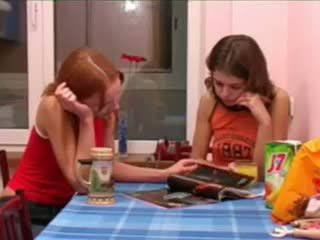 Masha 和 ivana teenies 噓噓 上 廁所