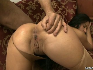 Lusty Tunette Niki Sweet Wants The Rooster Up Her Vagina