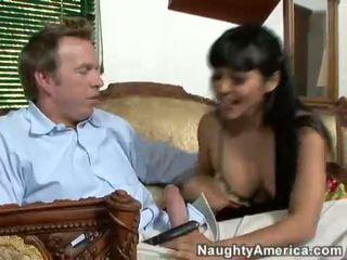 Asiatique nana mika tan takes une dur jock sur ce guyr bouche