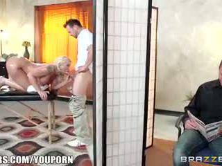 Brazzers - leya falcon gets 엿 로 그녀의 masseuse