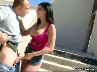 Krūtainas paklīdusi sieviete abbie cat nailed uz dibencaurums