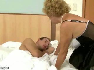 Ukki fucks mummo kova ulkona
