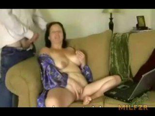 Bögyös anya was túl forró hogy megáll baszás