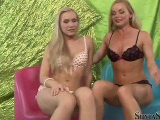 Sylvia saint un karstās playgirl taking no viņu undies