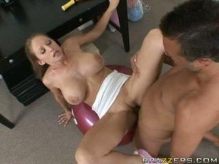 Abby rode gets a plný jebanie cvičenie ako ona acquires slammed na a posilňovňa ball