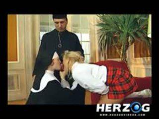Bavarian школярка і черниця banged жорсткий по priest